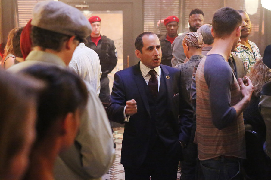 "COLONY -- ""98 Seconds"" Episode 103 -- Pictured: Peter Jacobson as Proxy Alan Snyder -- (Photo by: Danny Feld/USA Network)"